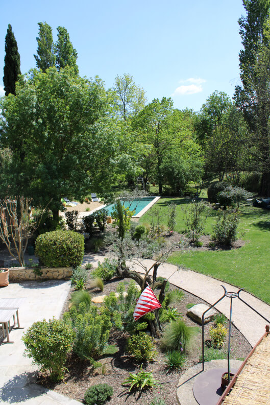 jardin-piscine-pleine-nature-esperluette-provence